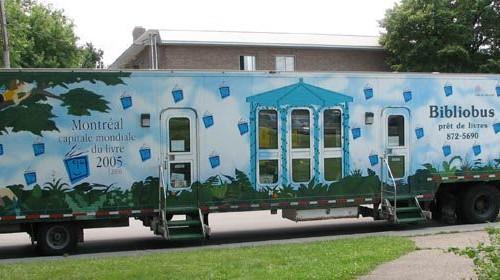 Pokretna knjižnica u Montréalu, Kanada.