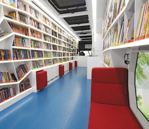 Unutrašnjost njemačke pokretne knjižnice